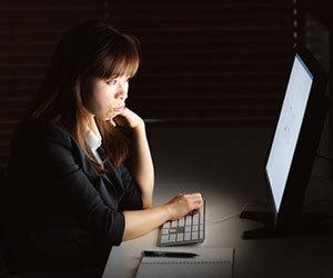 パソコン-スマホ-ブルーライト-影響-目-病気-睡眠-画像.jpg