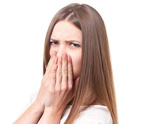 ブツブツ 原因 二の腕 背中 イチゴ鼻 足 太もも 唇 毛穴 痒い 治す方法 手画像 .jpg