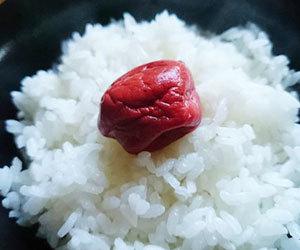 梅干し-効果-効能-ダイエット-食べ過ぎ-ご飯画像.jpg