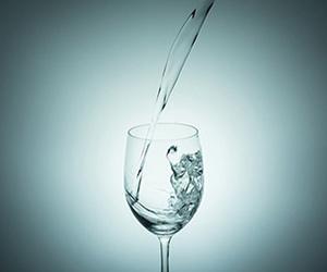 水-1日-何リットル-摂取量-2リットル画像.jpg
