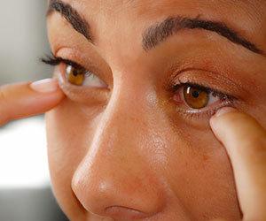 涙が出る 原因 ストレス 片目だけ 目が痛い 夜 勝手に涙が出る 病気 まぶた画像.jpg