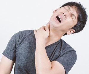 肩こりがひどい-病気-右肩こり-左肩こりがひどい場合-原因-男性画像.jpg