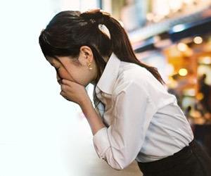 胸焼け 胃もたれ 原因 コーヒー 空腹時 朝 食べ過ぎ 寝方 解消法 生理前 吐き気画像.jpg
