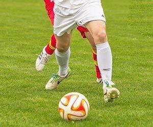 膝に水が溜まる-原因-治療法-運動-症状-サッカー画像.jpg