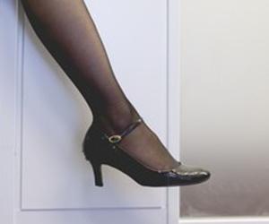 足裏 皮 むける パック 硬い角質 めくれる かかと カサカサ ヤスリ むく 方法 靴画像.jpg