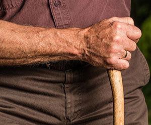 ロコモティブシンドロームとは-チェック-予防-運動-高齢者画像.jpg